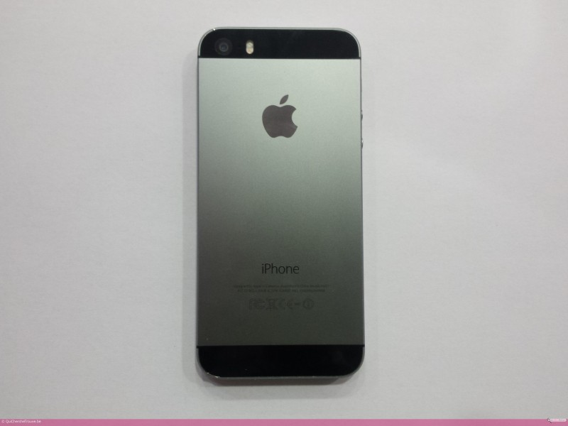 a vendre apple iphone 5s noir 16gb d 39 occasion petites. Black Bedroom Furniture Sets. Home Design Ideas